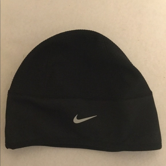 ae2662409 Women's black Nike Beanie with Therma-Fit